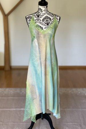 Einmal getragenes Kleid mit Spitzen dekoriert!