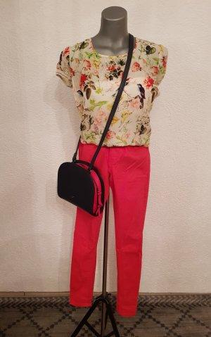 Einzelkaufe möglich! Hose in rote Farbe, kein  Reißverschluss Größe M.  Bluse neu , blumig mit kurzearm Größe 34 bis 36.