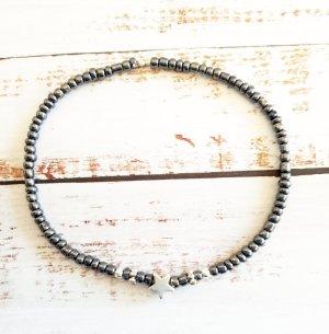 elastisches Armband mit anthrazitfarbenen Perlen NEU