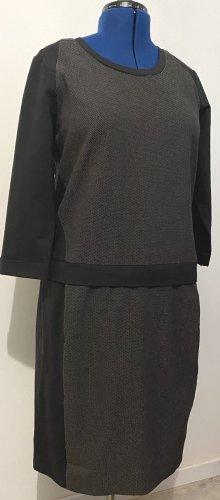elastisches winterliches Kleid