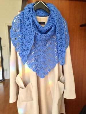 Selbstgehäkelter Crochet Scarf cornflower blue-neon blue polyacrylic
