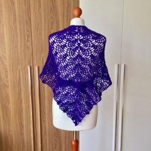Selbstgehäkelter Châle au tricot violet foncé-violet