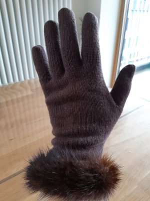 Elegant Gloves with Real Fur