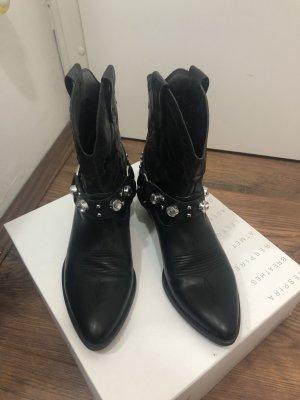Elegante Cowboy Boots mit Steinen / Bershka