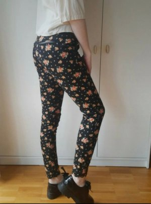 Elegante Hose mit floralem Muster von Zara