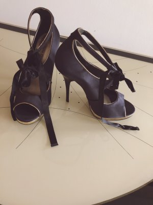 Elegante Satin-Stilettos von Buffalo London
