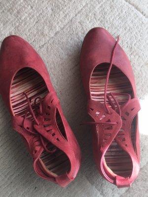 Elegante Schuhe der Marke Think