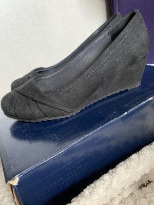 Elegante, schwarze, hohe Schuhe