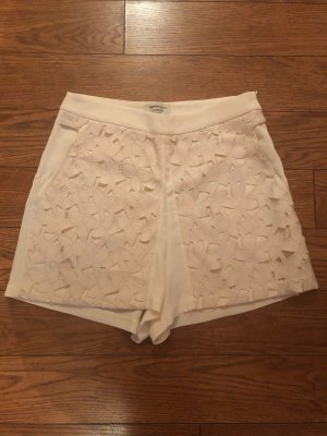 Elegante Shorts mit aufwändiger Blüten-Applikation