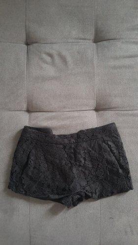 Elegante Shorts mit Spitze