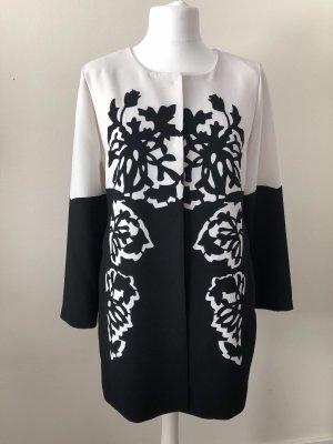 Ana Alcazar Abrigo corto negro-blanco