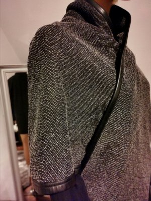 Comma Cape black-light grey
