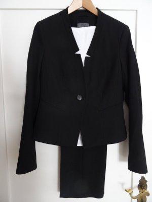 Eleganter schwarzer Hosenanzug für große Frauen