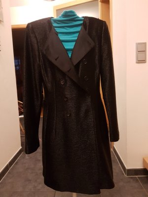 Eleganter Strenesse Mantel
