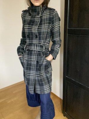 Eleganter taillierter Wintermantel