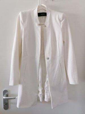 Eleganter weißer Mantel