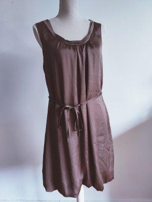 Elegantes, bronzenes Seidenkleid
