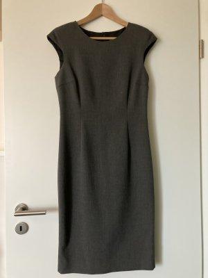 Elegantes dunkelgraues Etuikleid von Zara