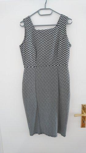 Elegantes Etuikleid mit Muster