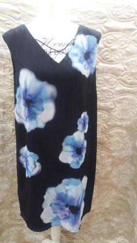 Elegantes Kleid Comma 45 Euro NP 49,90 Euro Neu,aber ohne Etikett. Das bequeme Kleid mit großzügigem V-Ausschnitt schließt auf der Rückseite mit einem Reißverschluss. Ärmellänge:kurzer Arm Ausschnitt:V-Ausschnitt Qualität: fließend, fein Obermaterial: 100