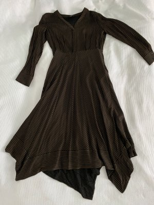 Elegantes Kleid mit eckigem Saum