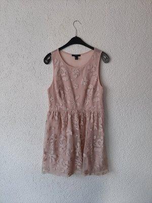 Elegantes Kleid mit floralem Muster