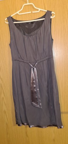 Elegantes Kleid mit passendem Bolero-Jäckchen