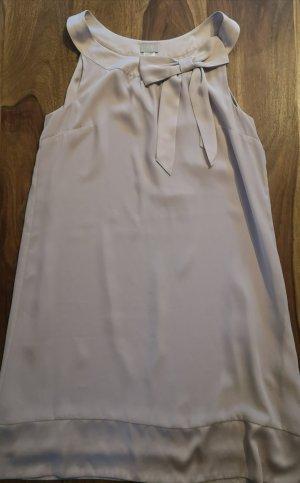 Elegantes Kleid mit Schleifenapplikation