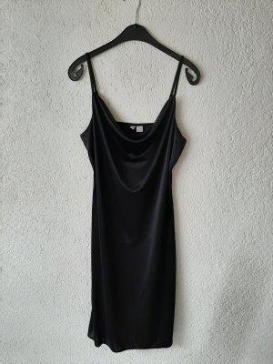Elegantes Kleid mit Schlitz