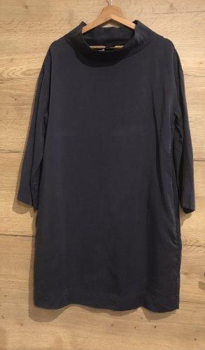 Elegantes Kleid mit Stehkragen COS 42