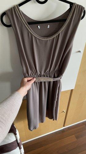 Elegantes Kleid mit Strass