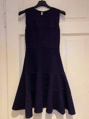 Elegantes Prada Kleid aus Schurwolle in toller Aubergine-Farbton