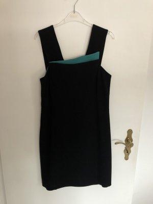 Elegantes schön geschnittenes Kleid von Armani