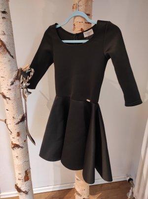 elegantes schwarzes Kleid mit A-linien Rock