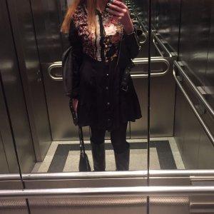 Elegantes schwarzes Kleid mit Blümchen!