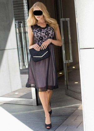elegantes Spitzenkleid NEU 40 42 L XL transparente Spitze knieumspielend elegantes Spitzenkleid NEU Gr. 40-42 schwarz Strech Schickes Kleid mit Spitze Mit diesem wunderschönen Kleid der punkten Sie bei vielen Anlässen. Das knieumspielende Kleid ist mehrla