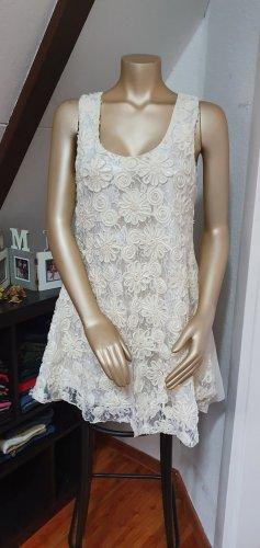 Elegantes weißes Kleidchen