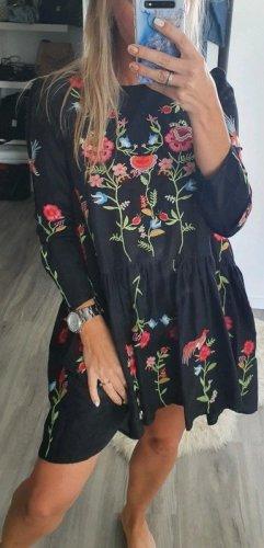 Elegantes Zara Kleid Stickerei Blumen Blumenkleid Volants Sommerkleid