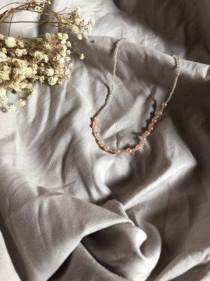 Collar de perlas blanco-rosa claro
