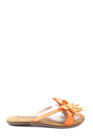 Elizabeth Stuart Sandalias de playa naranja claro look casual