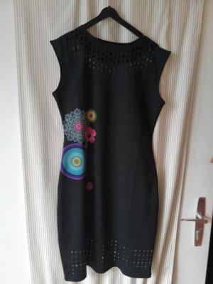 eng anliegendes business Kleid, sehr raffiniert!