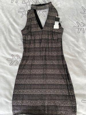 Eng anliegendes Glitzer Kleid mit V-Ausschnitt