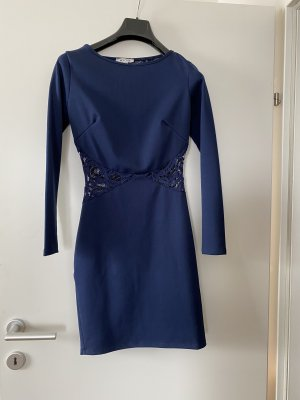 Eng anliegendes Kleid in XS