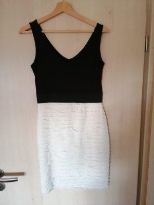 Eng anliegendes schwarz weißes Kleid von Morgan