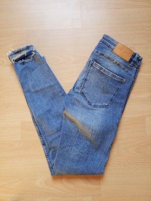 eng geschnittene bequeme Skinny Jeans von Zara Größe 34