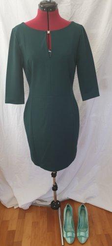 Eng geschnittenes Kleid von set
