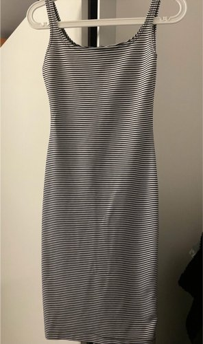 Enganliegendes Kleid