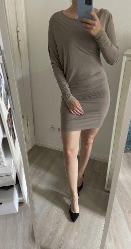 Enganliegendes Kleid von BCBG Maxazria