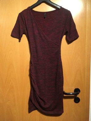 enganliegendes Kleid von Stradivarius