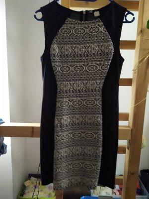 Enganliegendes, kurzes Ethno Kleid